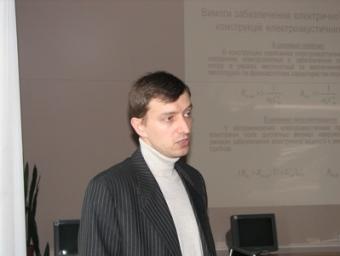 Виступає викладач О. Дрозденко