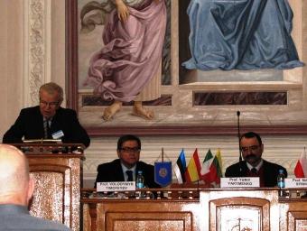 Академік НАН України Ю.Якименко відкриває пленарне засідання