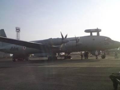 Протичовновий літак ВМС Індії ІЛ-38 у променях сонця, що сходить