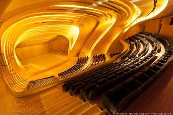 Концертный зал: сцена, вид сбоку