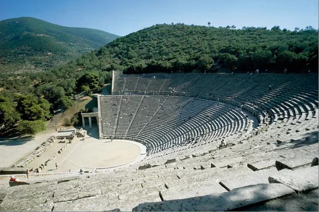 Греція - древній амфітеатр