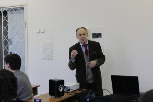 Професор Аркадій Продеус наводить приклади цифрової обробки мовних та музичних сигналів