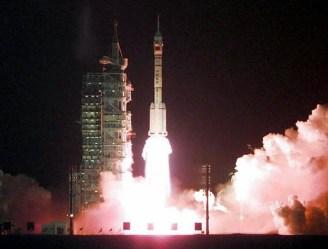 Стартує ракета-носій китайського корабля